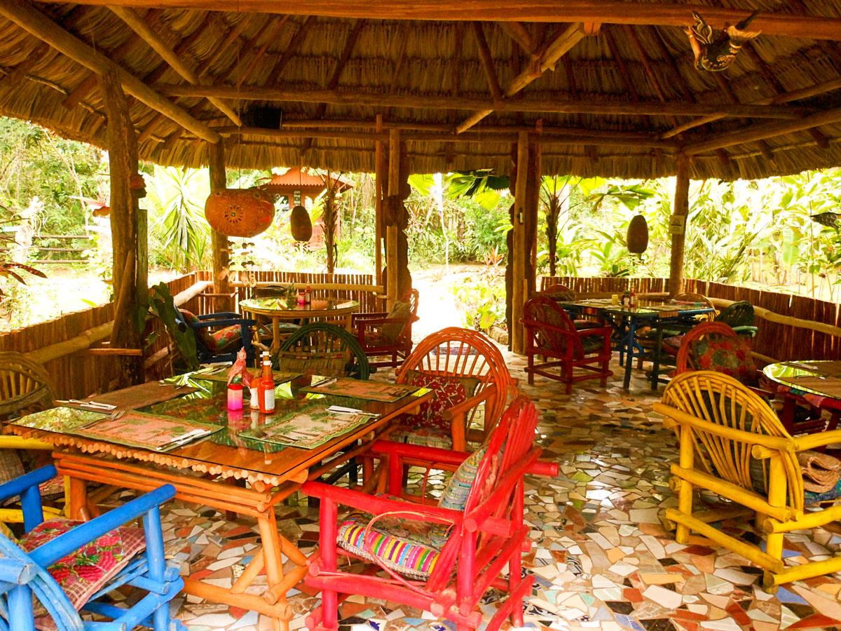 macaw_bank_jungle_lodge_maya_restaurant